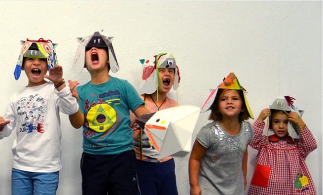 Niños con máscaras de animales