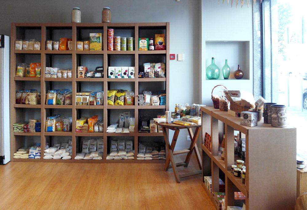 estanteria carton personalizada a medida tienda ecologica productos ecologicos comercio establecimiento