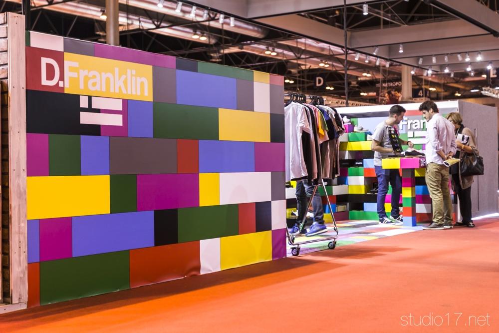 stand-modular-dfranklin-momad-cartonlab-01