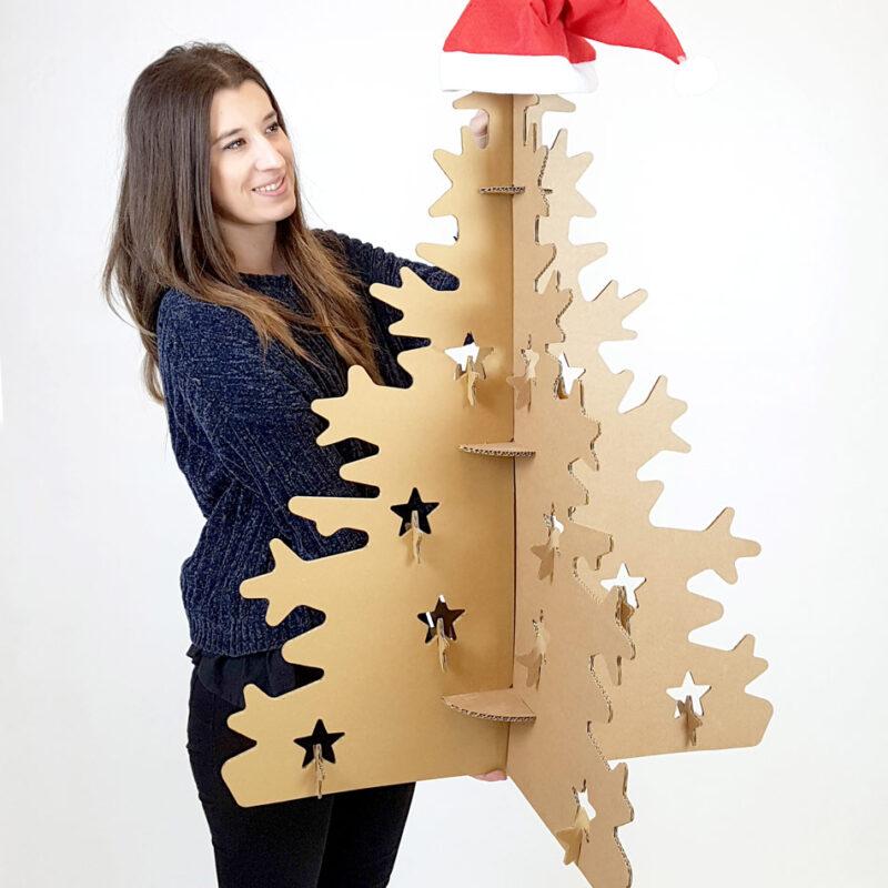 arbol de navidad con carton klaus