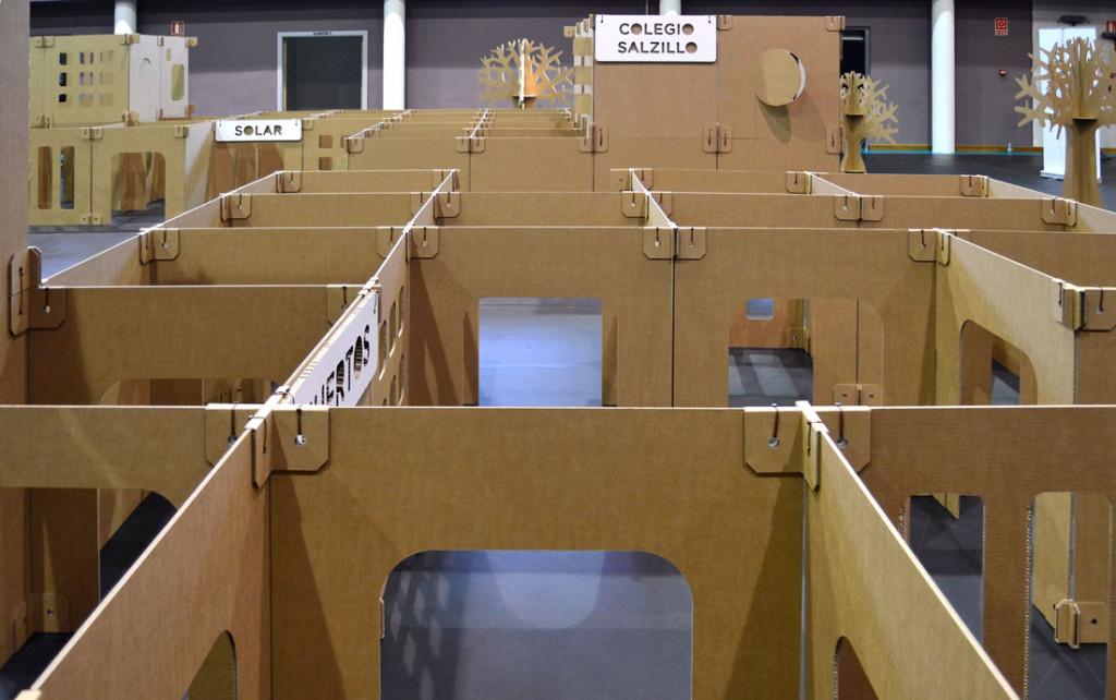 laberinto paneles carton Cartonlab actividades niños ideas psicomotriz creatividad