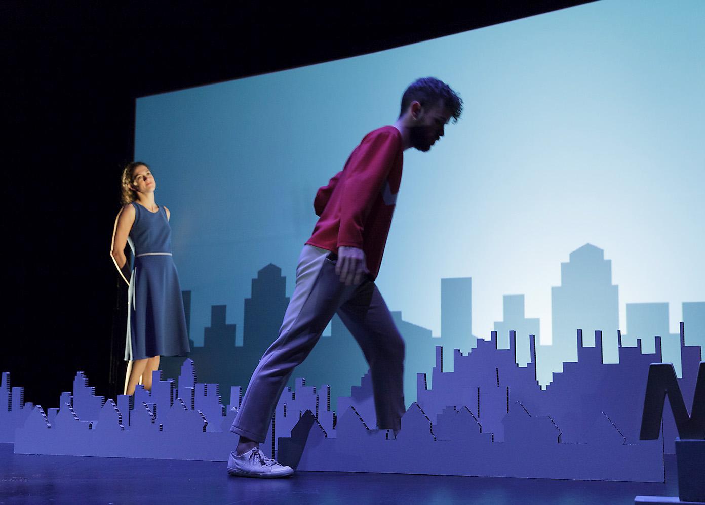 escenografía skyline ciudad carton obra teatro ruido interno cartonlab