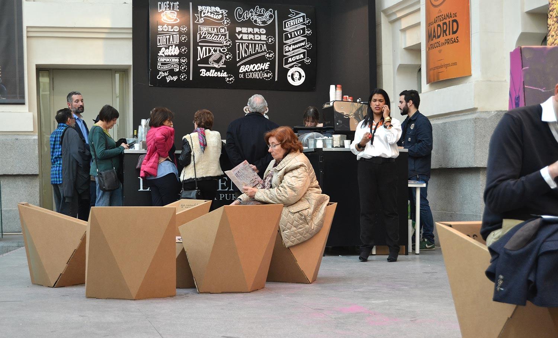 Muebles de cartón para eventos, cafetería Art Madrid
