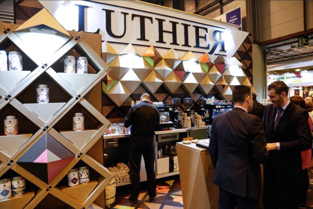 stand-salon-gourmets-cartón-ecológico-Cartonlab-café-Luthier-Diseño-exclusivo