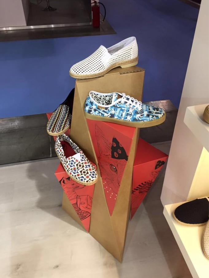 expositor-calzado-carton-cartonlab-status