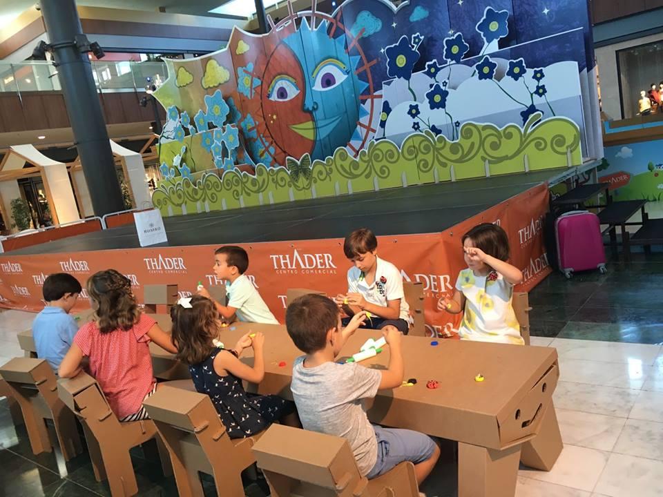 mobiliario infantil ludoteca mesas sillas centro comercial carton-metrovacesa thader cartonlab