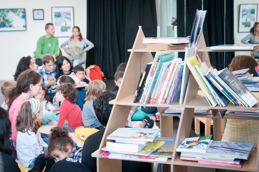 casita-estanteria-libro-infantil-carton-haya-cartonlab-ignacio-do-campo-gan03