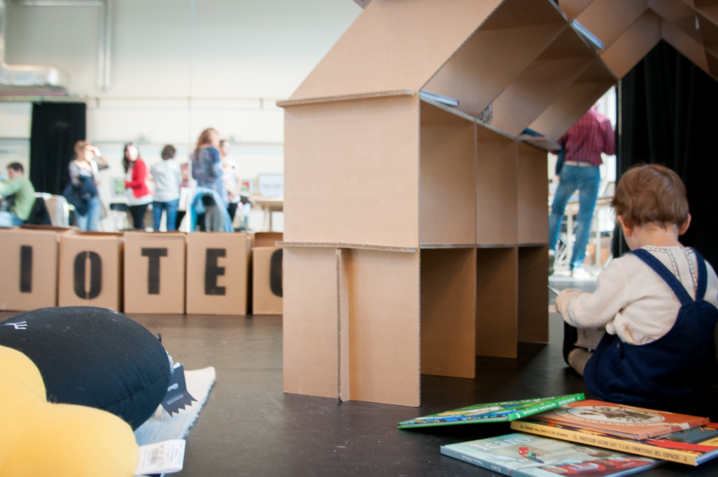 casita-estanteria-libro-infantil-carton-haya-cartonlab-ignacio-do-campo-gan06