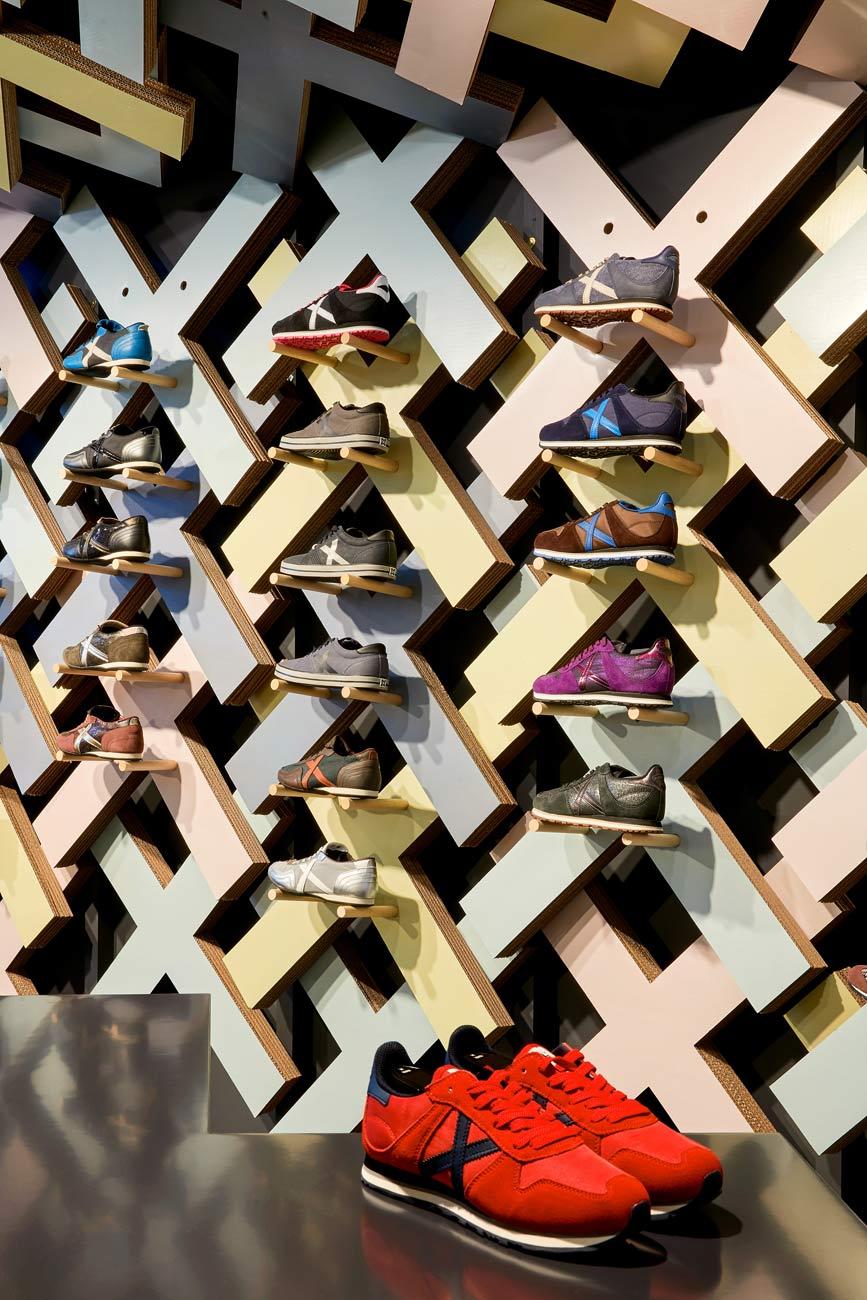expositor-calzado-zapatillas-tienda-retail-design-carton