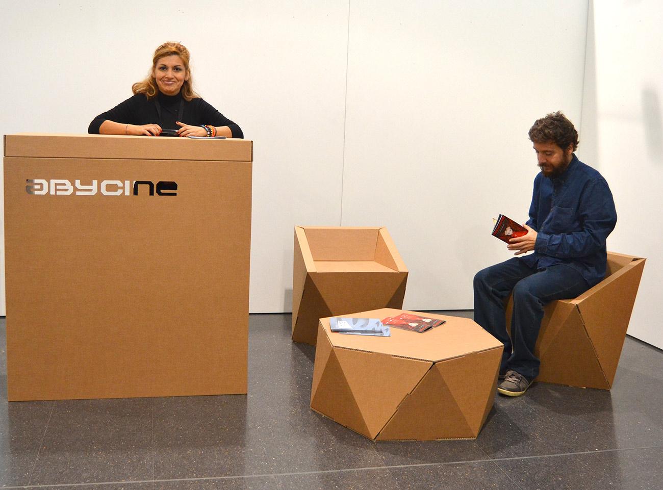 muebles-carton-abycine-festival-mostrador-silla-cartonlab