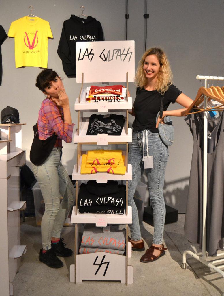 stand expositor camisetas carton las culpass cartonlab mercado diseño alicante