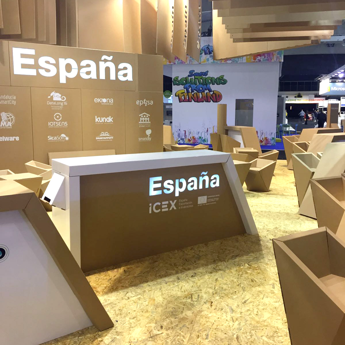 stand-ecodiseño-Smart-City-Expo-World-Congress-booth-cartonlab-cardboard-tradeshow-icex01