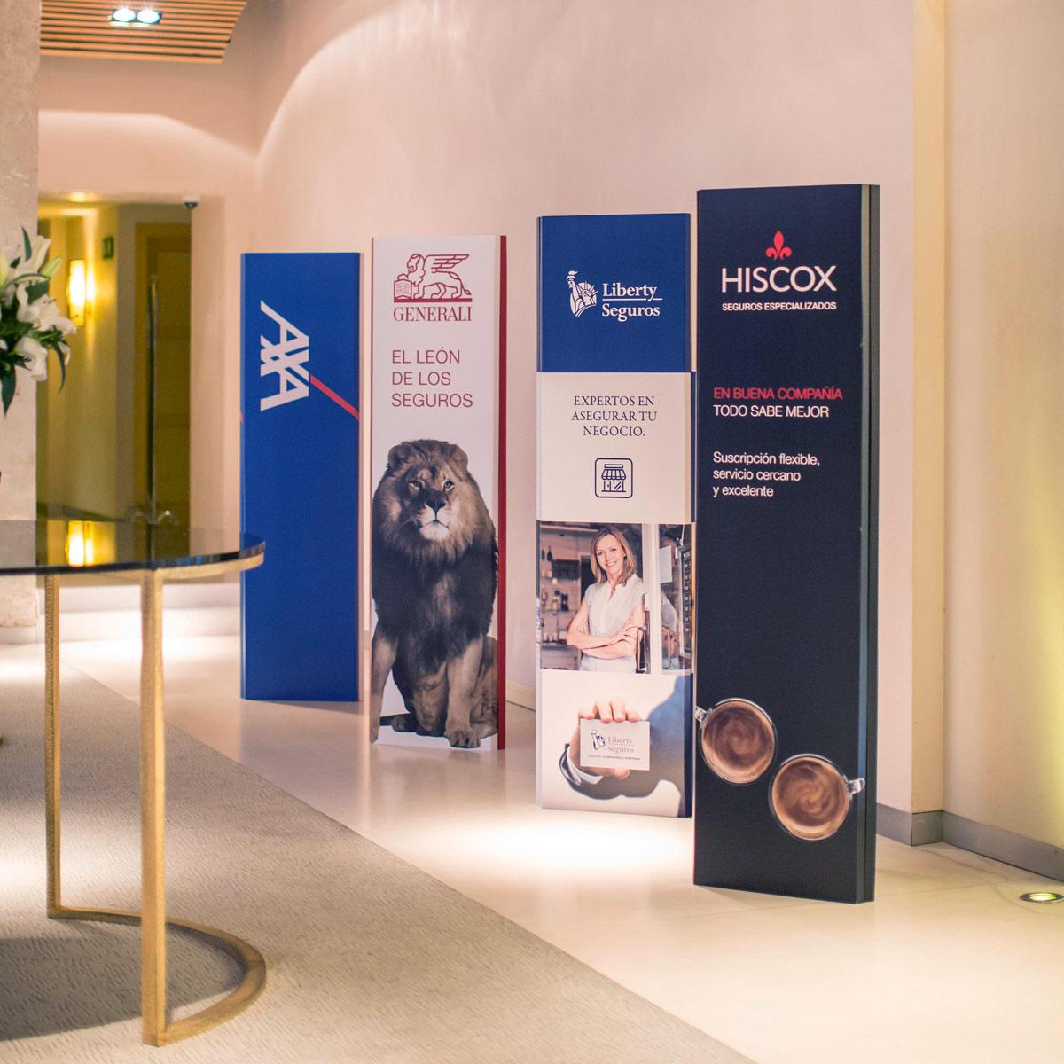 totem-banner-carton-e2000-decoracion-evento-cartonlab-2