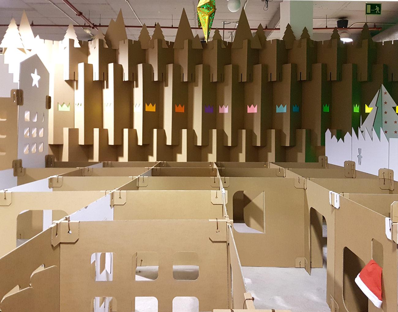 decoración navideña en centro comercial habaneras torrevieja fabrica de los sueños laberinto pueblo elfos biombos carton