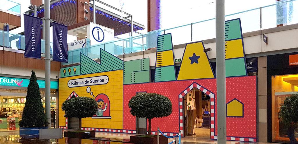 Fachada de decoración navideña ecológica para centros comerciales