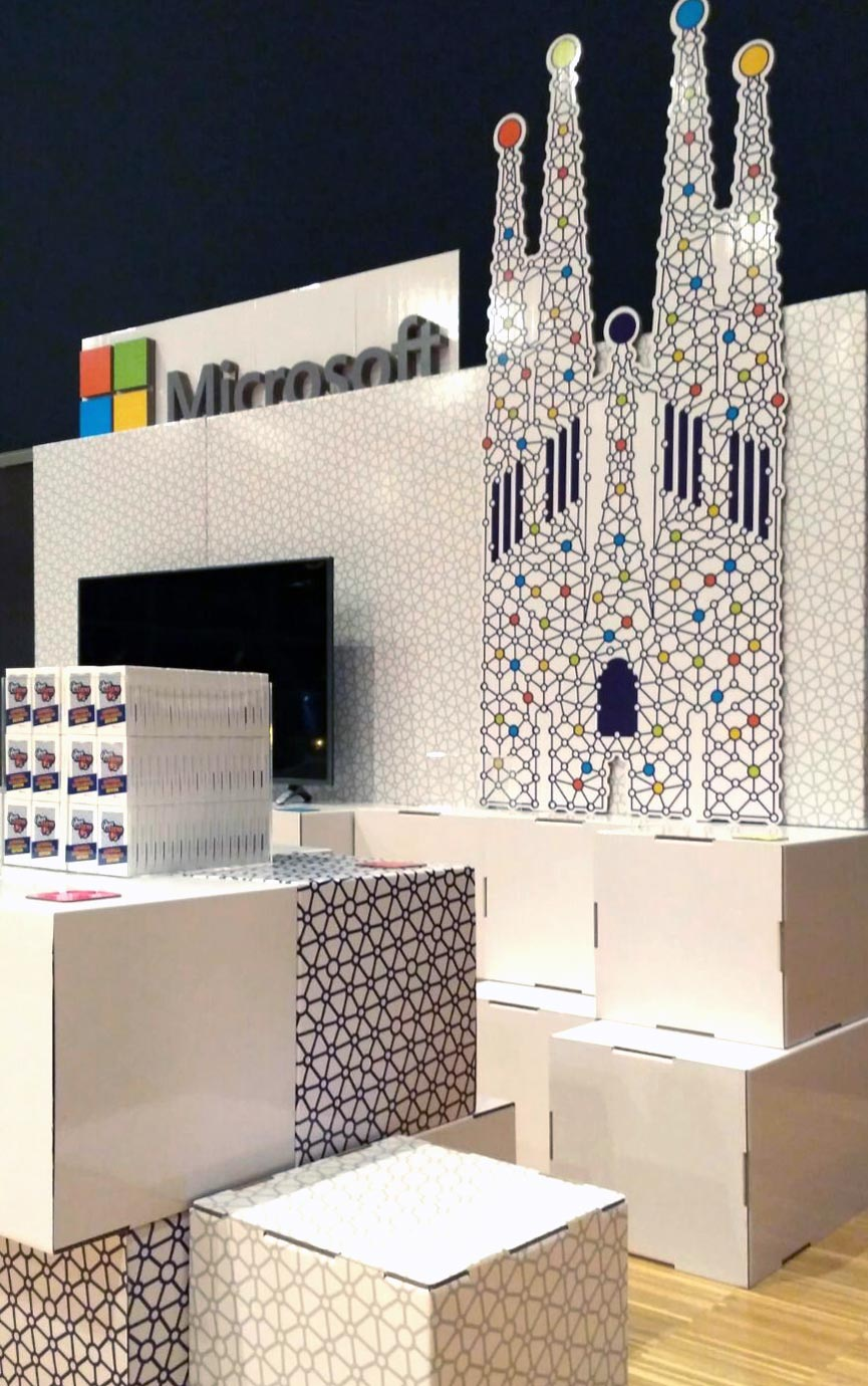 stand de microsoft barcelona nips cartonlab corporeo carton sagrada familia gaudi