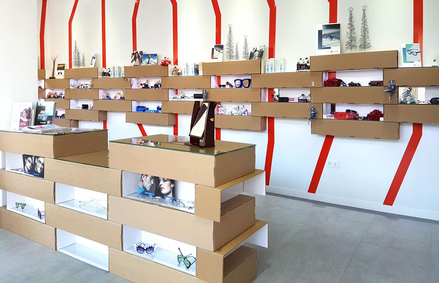 expositores para gafas carton optica almeria mostrador estantes baldas cartonlab diseño interior retail