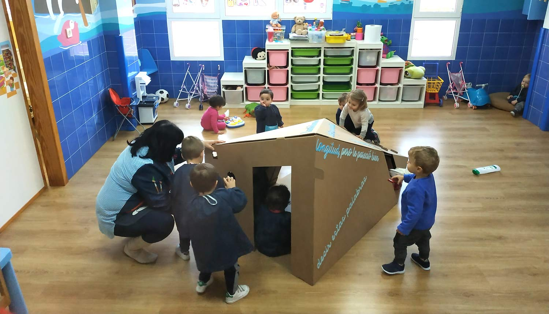 Casa cartón ludoteca guarderia infantil