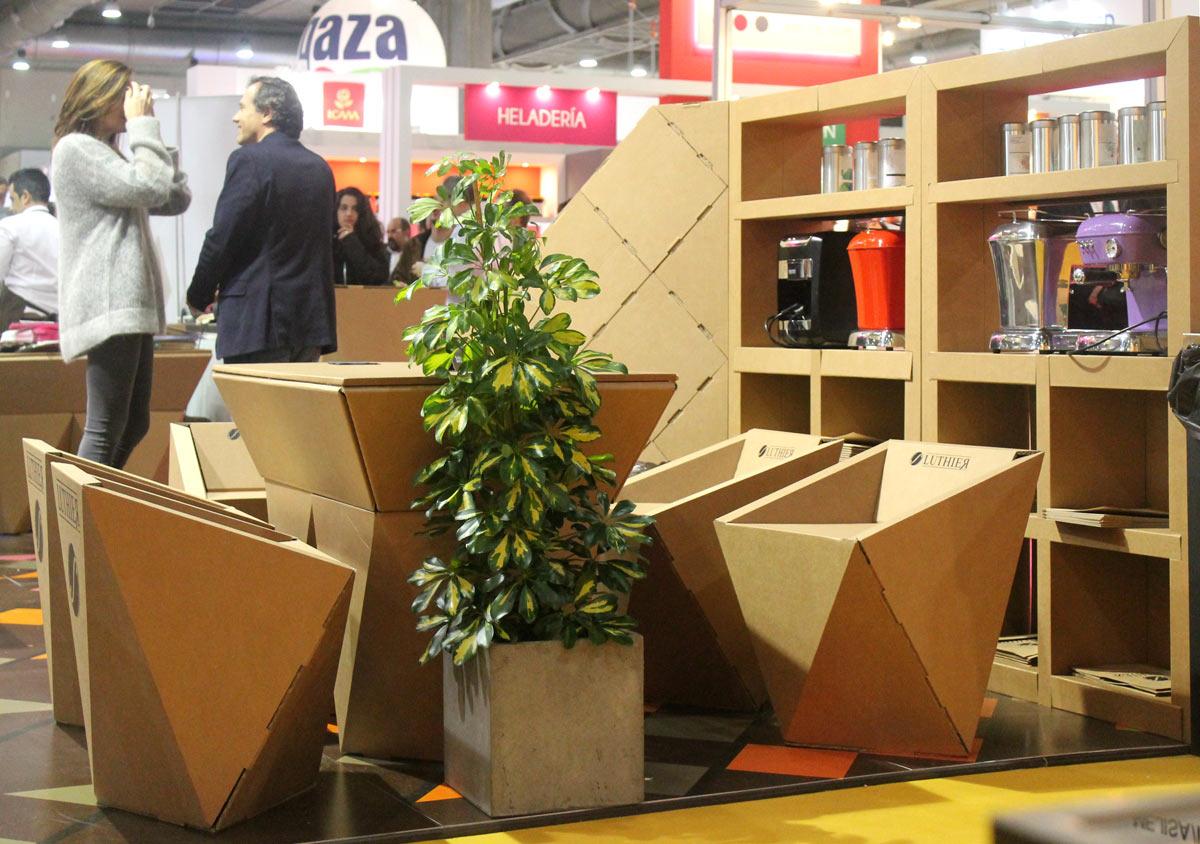 muebles carton reunion zona descanso silla mesa geometrica