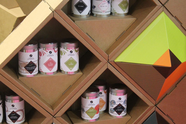 muebles carton stand feria ifema estanteria triangular te cafe
