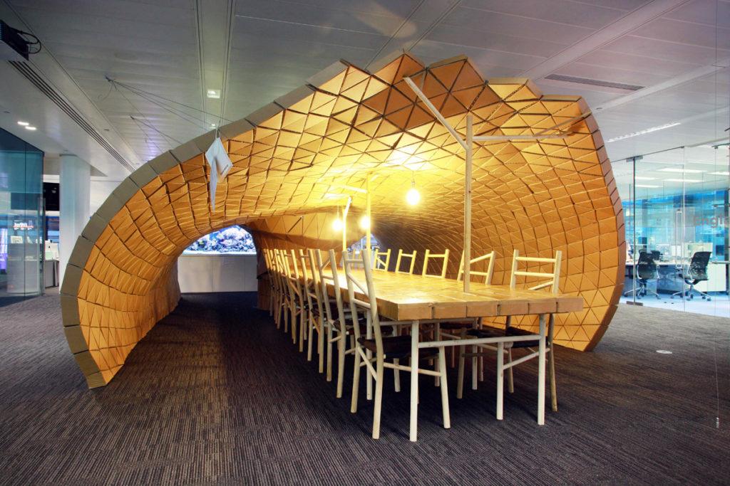 Pupa by Lazerian Alex Maguire Bloomberg cardboard office oficina de carton meeting room espacio reuniones