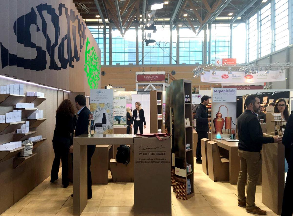 stand vivaness booth icex carton expositor mostrador carton cardboard counter exhibitor cosmetic organic 02