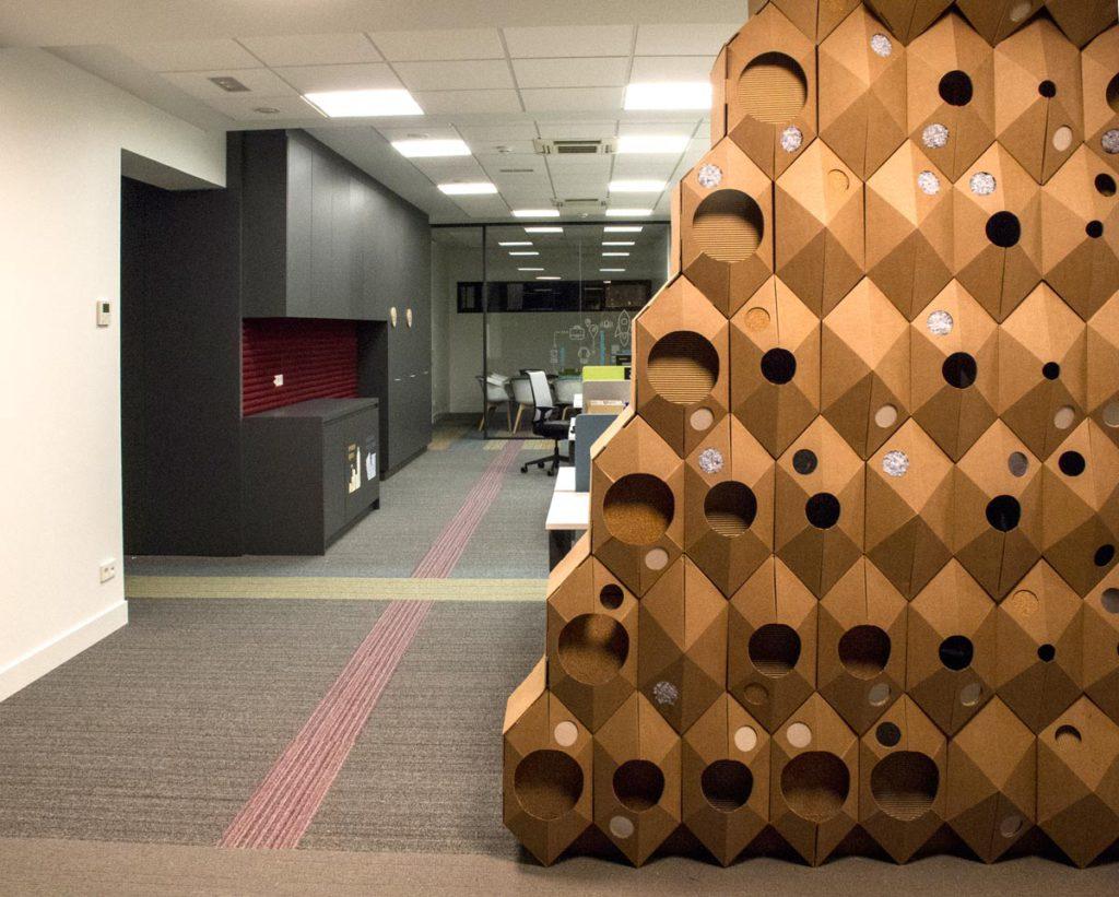 the circular lab ecoembes logroño hexagonos carton pared poliedro decoracion