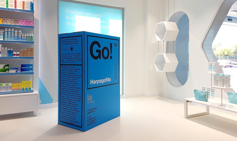 decoración de farmacias packaging farmaceutico escala real interiorismo interapotek diseño farmacia producido por Cartonlab.