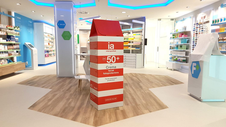 decoración de farmacias packaging farmaceutico escala real interiorismo interapotek decoracion verano producido por Cartonlab.