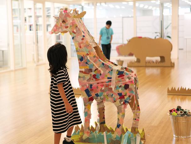 decoracion ludotecas taller de washi tape taburete infantil oso carton masking tape animals iyama design