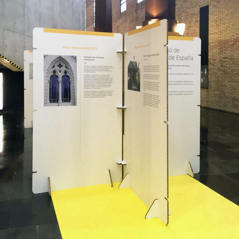 panel exposiciones carton blanco