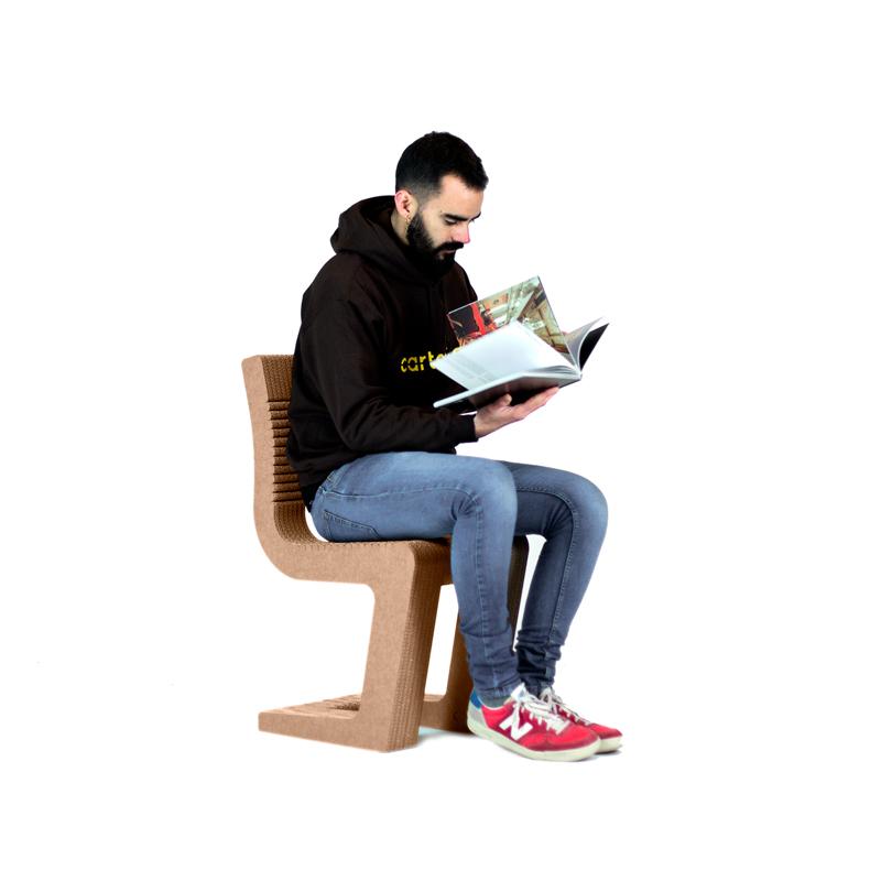 silla cantilever sentado carton