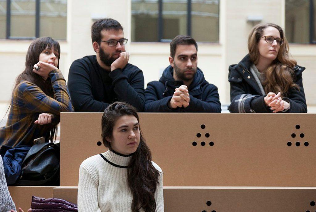 Grada-escenarios-eventos-publico-conferencias-ponencias-muebles.
