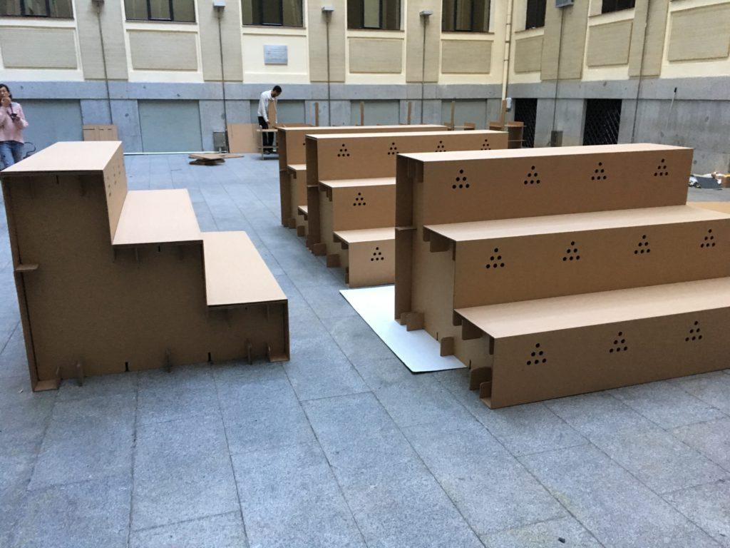 gradas-para-eventos-montaje-carton-producto-feria
