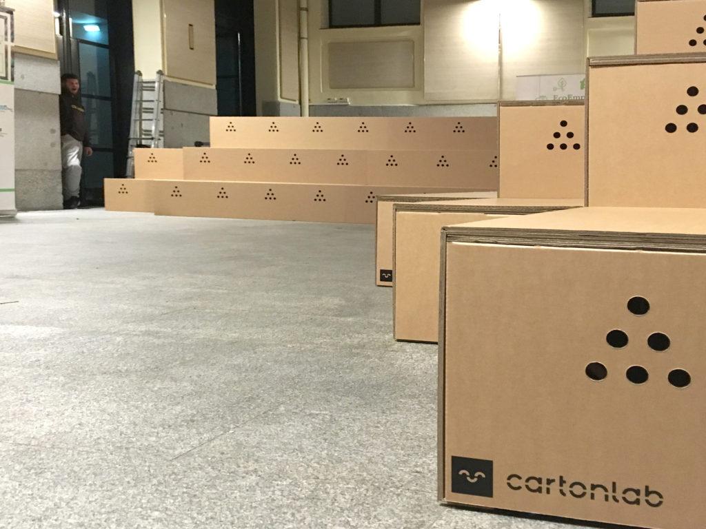 Gradas-para-eventos-carton-sostenible-producto-feria