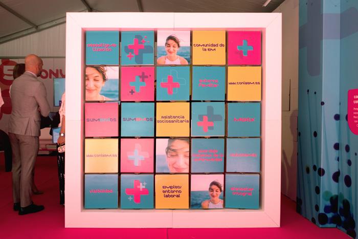 Display informativo de diseño para campaña de concienciación social