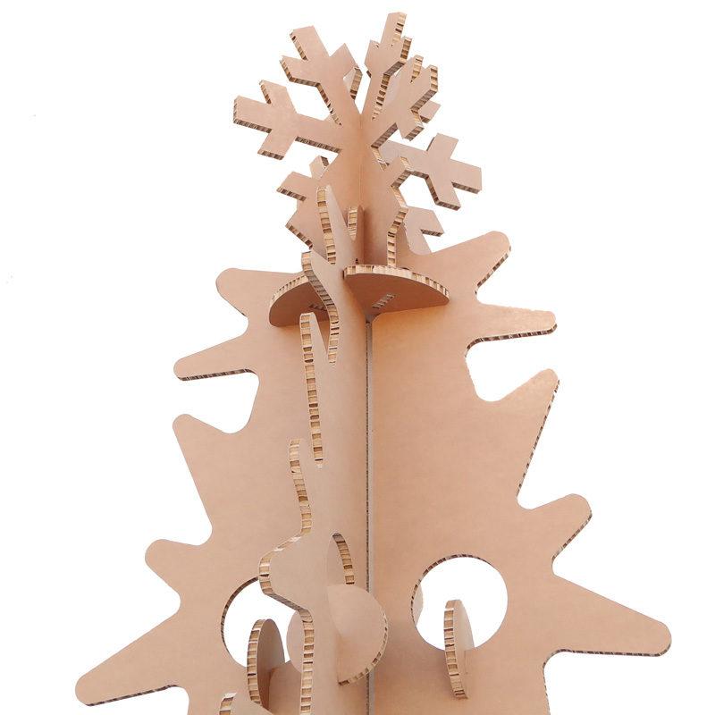 árbol de cartón detalle estrella