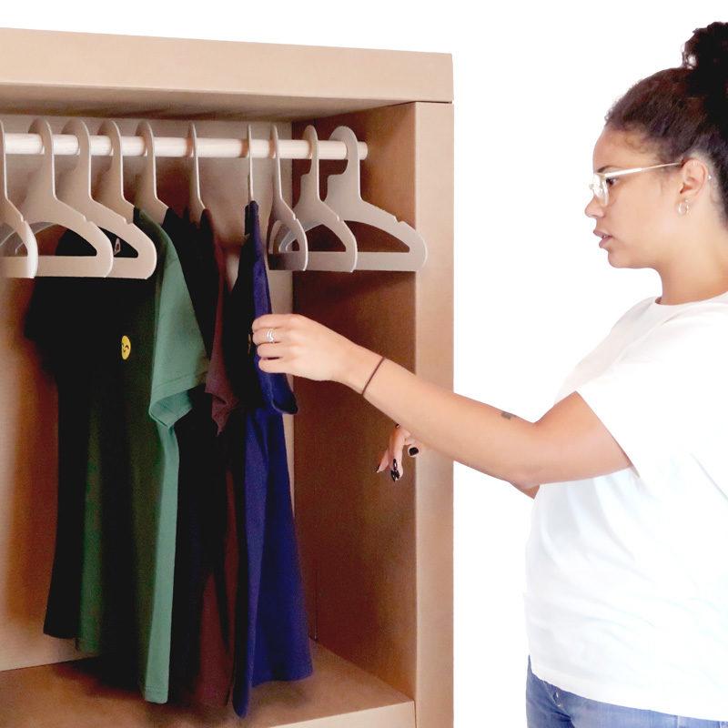 armario perchero cartón detalle