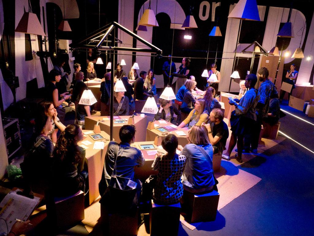 Muebles de cartón para evento cultural en Londres