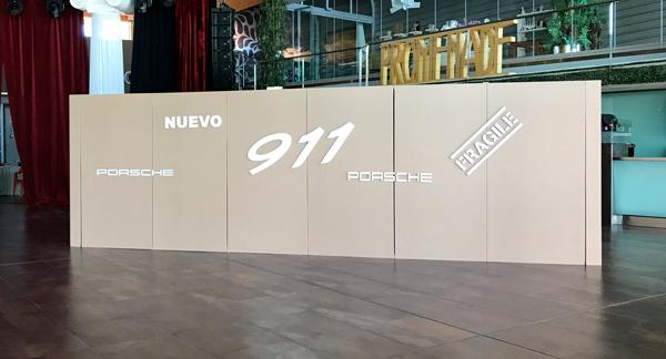 Vista lateral del muro presentación Porsche