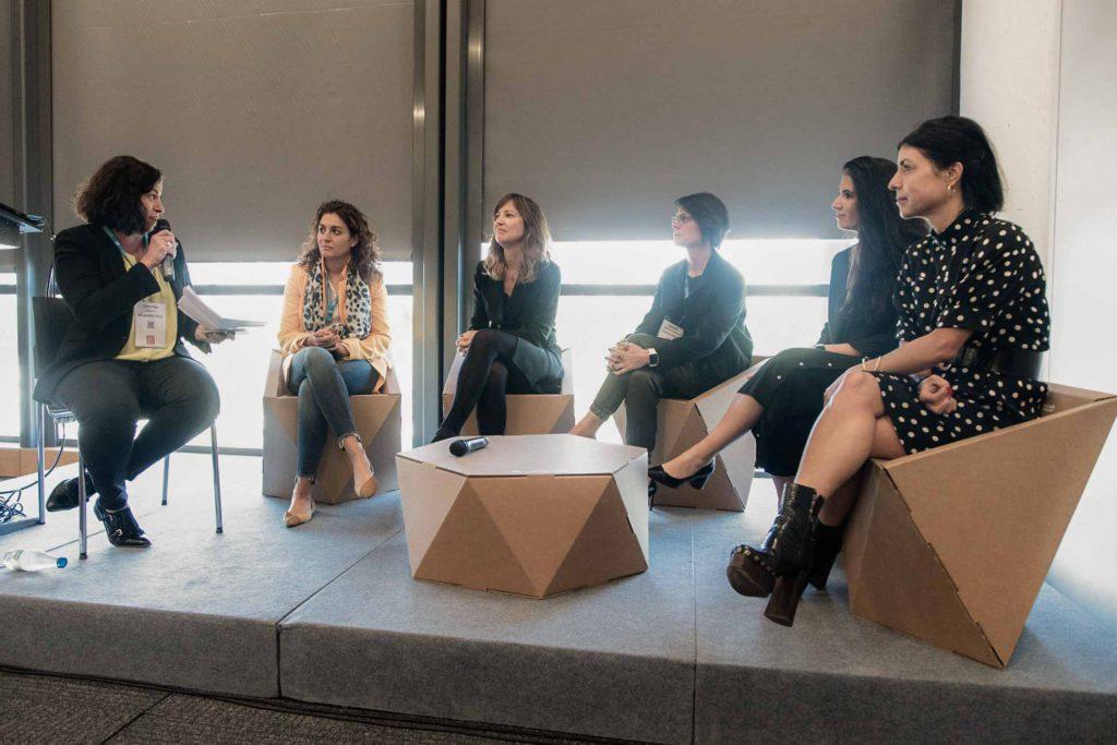 Ponentes de mesa redonda Women Leader