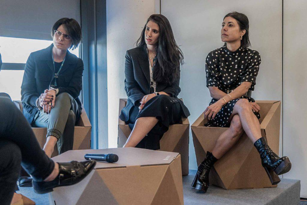 Tres de las ponentes de Women Leaders, atentas a sus compañeras