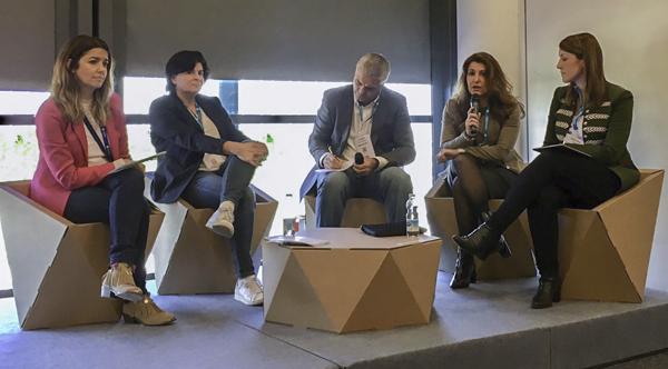 Women Leaders utilizando nuestro diseño ecológico para retail