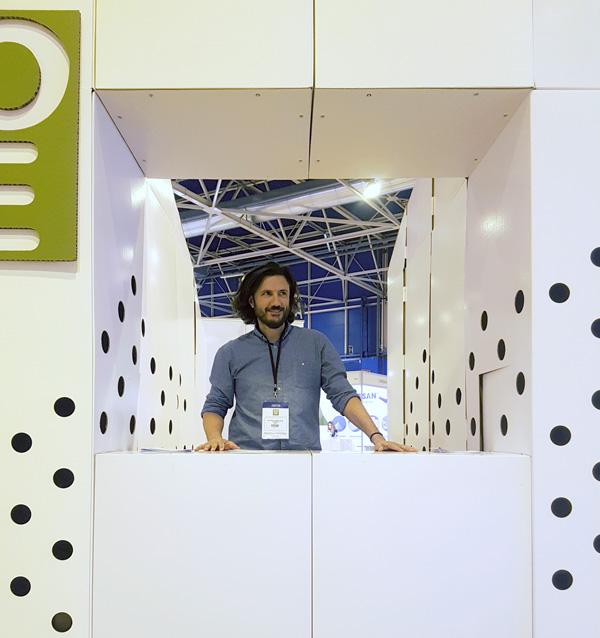 Mostrador de atención al público del stand de World Olive Oil