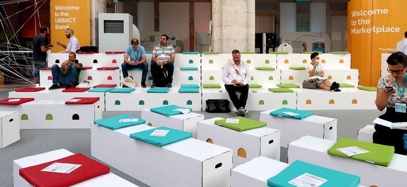 Mobiliario de cartón para eventos, gradas y bancos URBACT