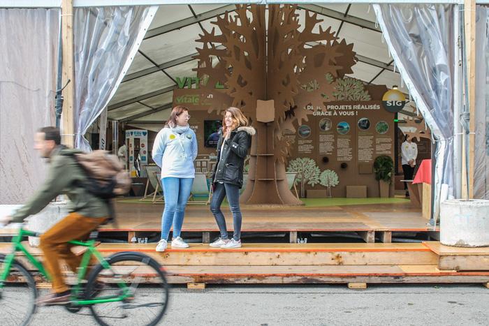Árbol gigante desde el exterior del diseño de exposiciones internacionales