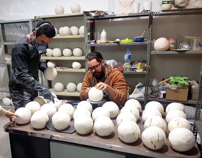 Carlos Jiménez y Luis Úrculo trabajando en el taller