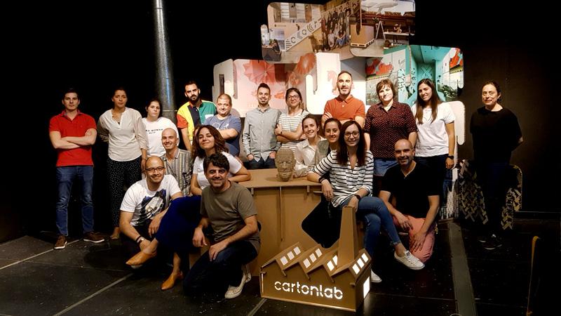 Grupo del curso Love Cartón
