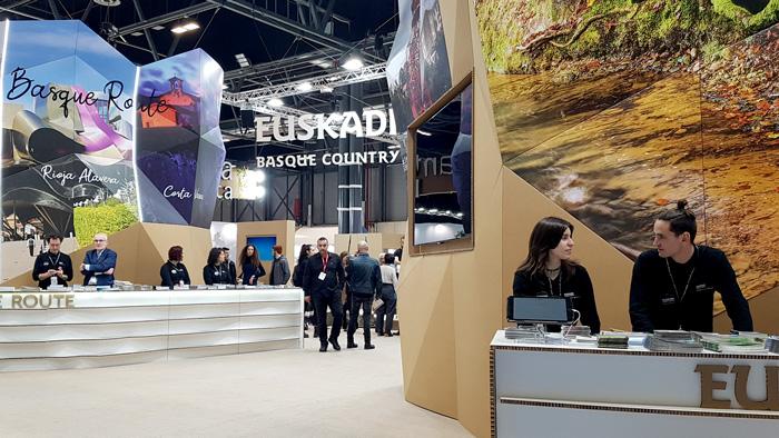 Mostradores de stand ecológico en FITUR