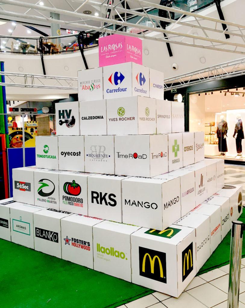 Pirámide de cubos de cartón para campañas